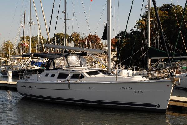 Hunter 44 Deck Salon Hunter 44DS