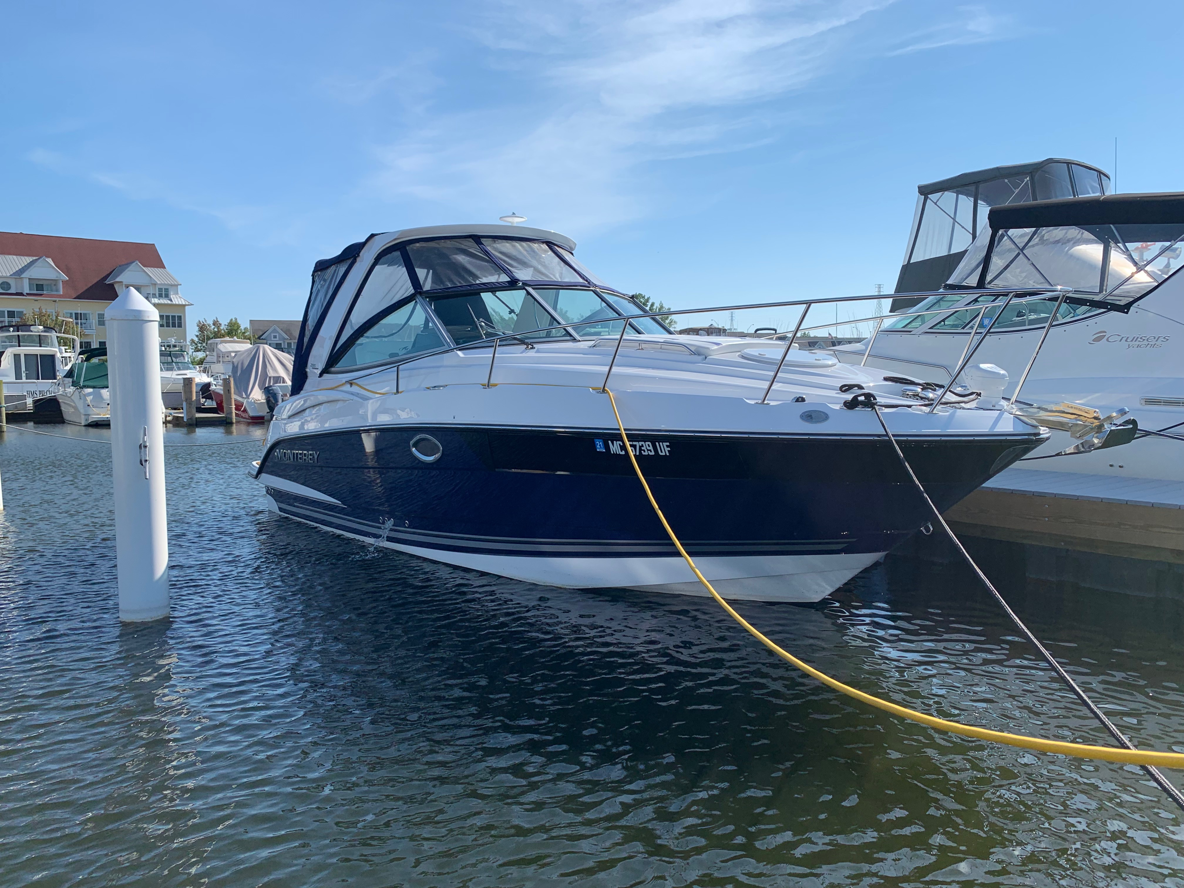 Monterey 295 Sport Yacht Starboard Bow Profile Pic