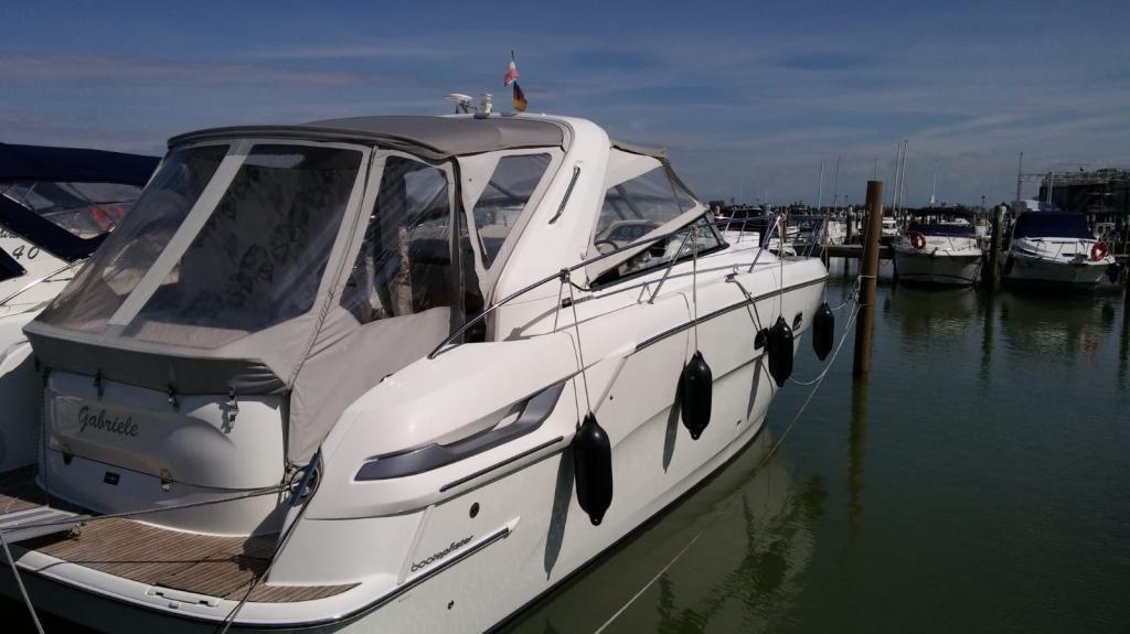 BAVARIA YACHTBAU 38 Sport Kommission Boot liegt in BibioneItalien