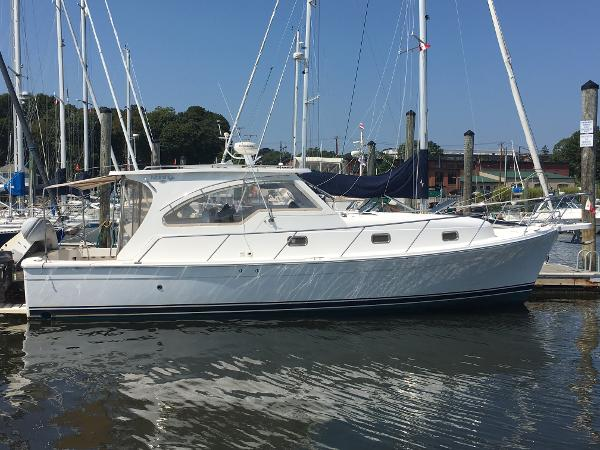 "Mainship Pilot 34 Sedan ""Bella"""