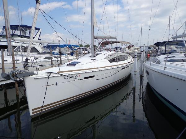 Jeanneau 44DS Dockside