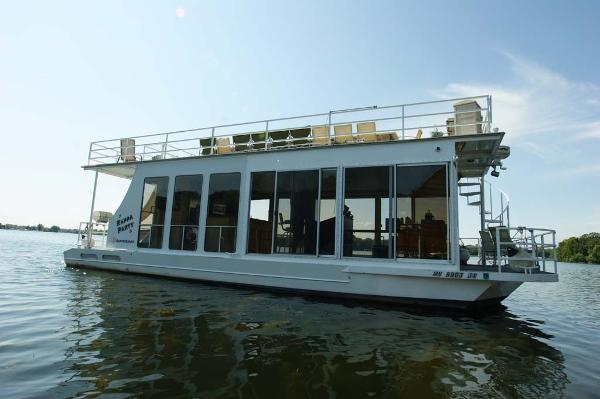 Skipperliner Houseboat Profile