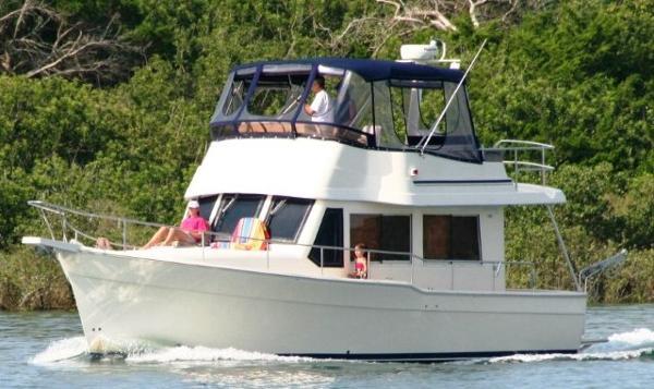 Mainship 34 Trawler Cruising!