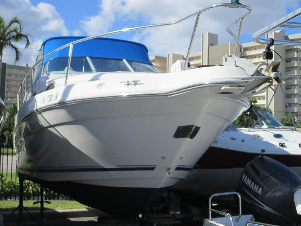 Sea Ray 250 Express Cruiser
