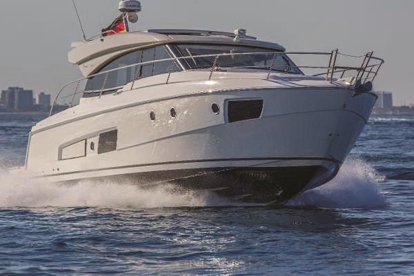 Bavaria Yachts USA 420 Virtess Coupe Running Shot