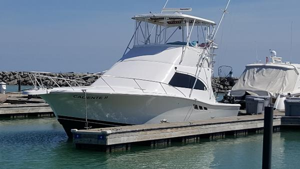 Luhrs 36 Convertible Sport Fish In Water