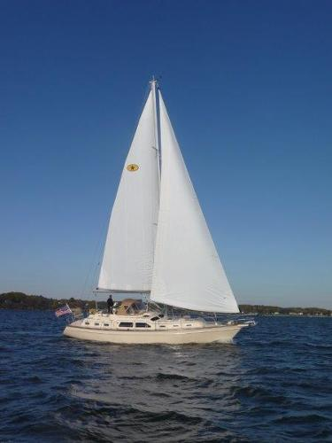 Island Packet 445 Underway - What a Beauty