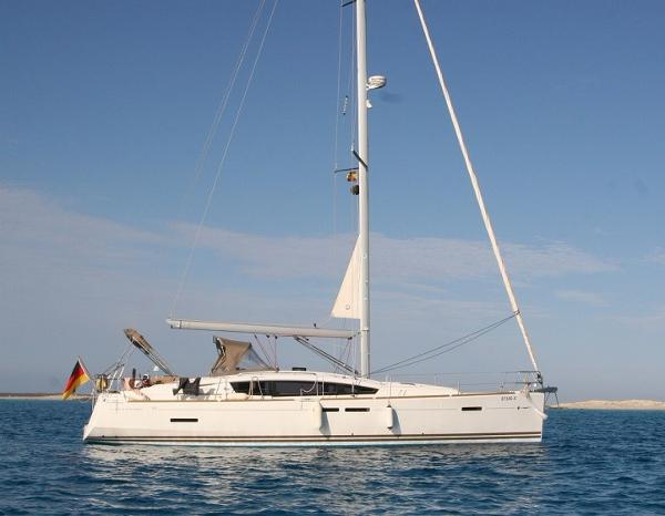 Jeanneau Sun Odyssey 44DS Anchored up