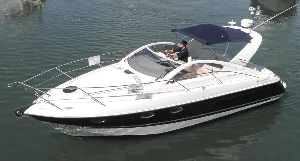 Fairline Targa 34 Fairline Targa 34 - On the water 1