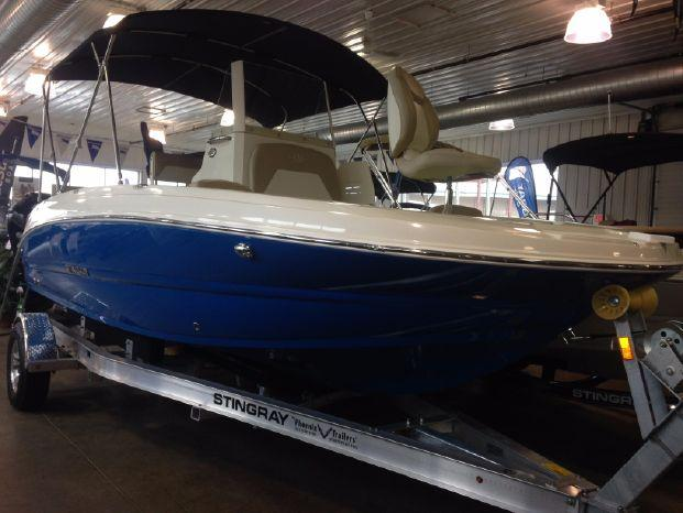 Stingray 206CC Deck Boat