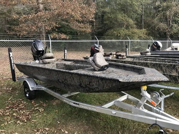 Xpress Boats HD16DB