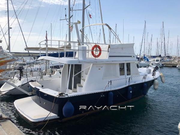 Mainship Trawler 390