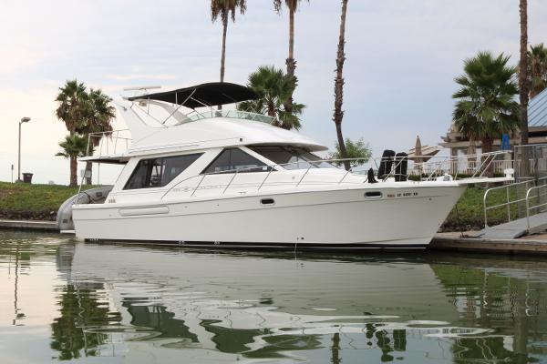 Bayliner 3988 Command Bridge Motoryacht Profile