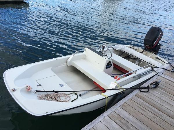 Boston Whaler 13