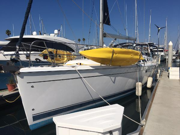 Hunter 49 Port Bow
