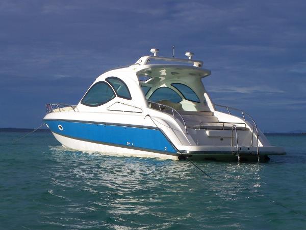 Seat Boat Sb 442H power boat At anchor
