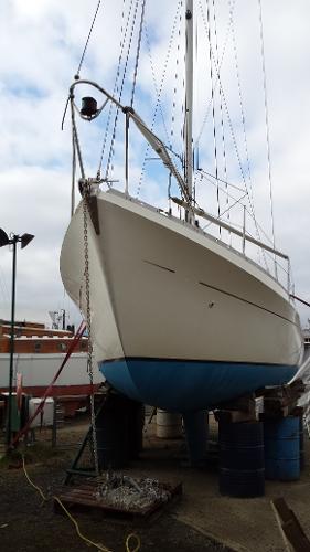 Moody 33 Underwater profile