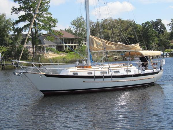 Pacific Seacraft Crealock 31 Profile