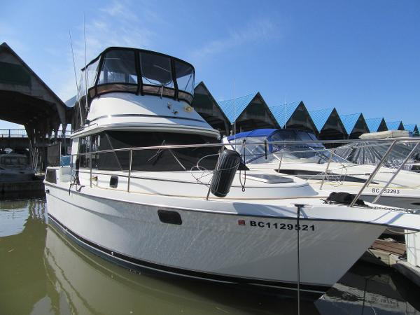 Prowler 315 Aft cabin(9 M)