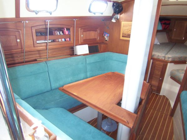 U-shaped settee (converts to berth)
