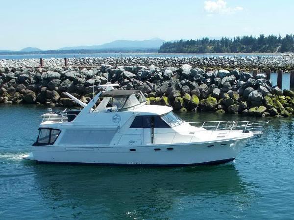Bayliner 4788 Flybridge Cruiser Yacht
