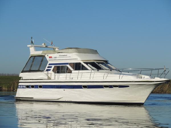 Pfeil 450 - 3 cabin version