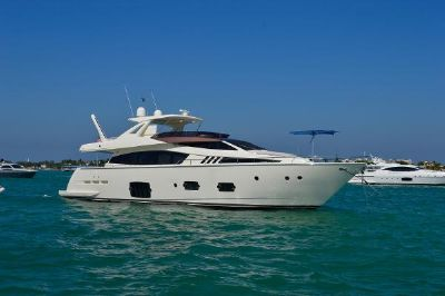 Ferretti Yachts 800 Sandbar with family