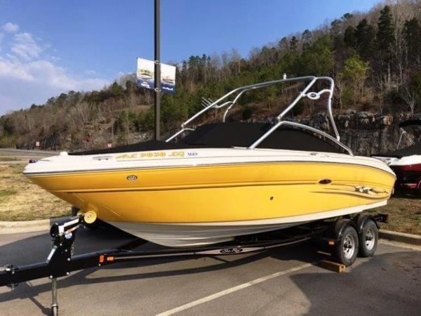 Sea Ray 220 Select Profile