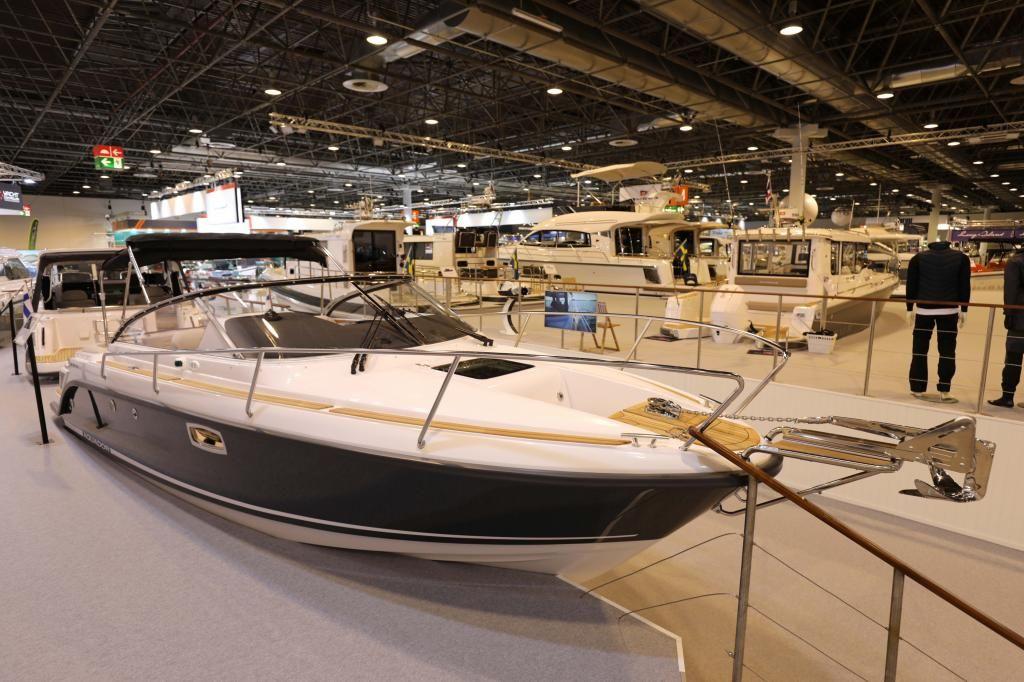Aquador 25 DC Ausstellungsboot