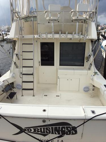 Hatteras 38 Convertible Cockpit/Bridge