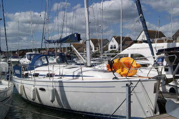 Bavaria Cruiser 33 Afloat - Starboard side