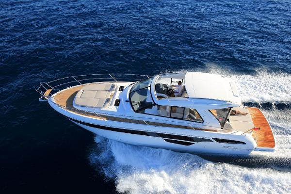 Bavaria Yachts USA 450 Sport Coupe Main Shot