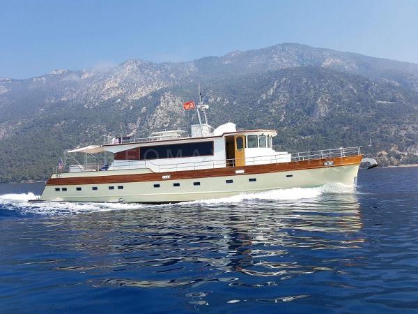 Custom Trawler 23M