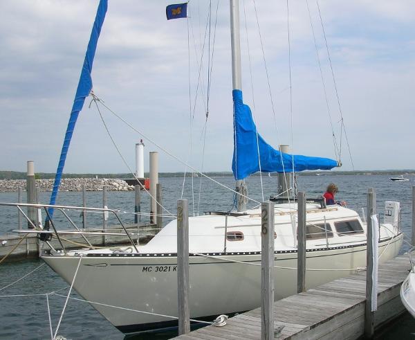 Islander Yachts Catalina style At dock