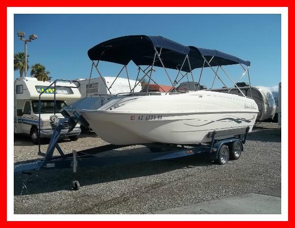 Rinker 24' Floatilla Deckboat