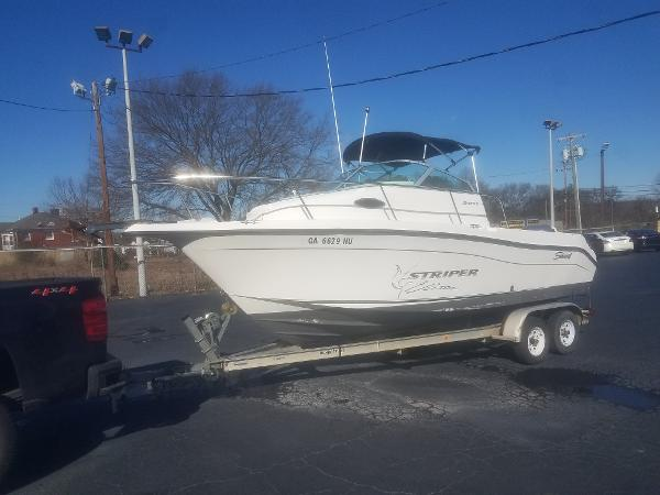 Seaswirl Striper 2101 Walkaround OB