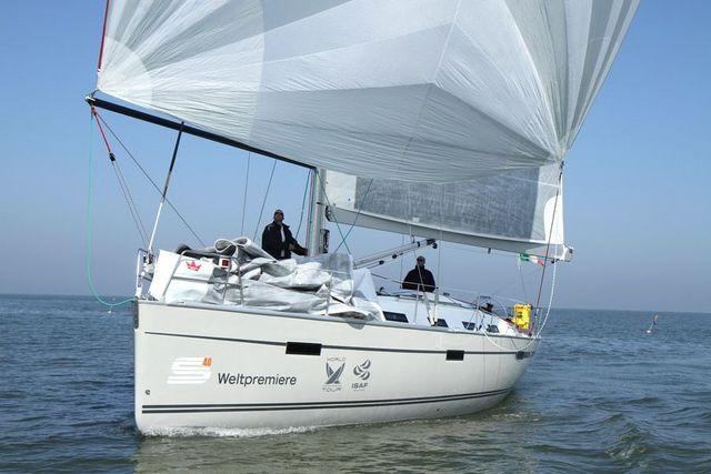 Manufacturer Provided Image: Bavaria 40S Cruiser