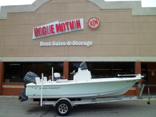 Sea Hunt BX 20 BR STARBOARD ON TRAILER