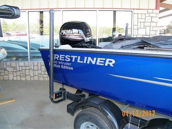Crestliner 2200 Intruder
