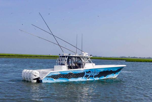 SeaHunter 45 Center Console with Seakeeper 5 Profile