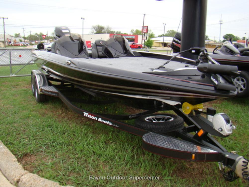TRITON BOATS 21 TRX (Color Option 6-Eclipse mist/Siver Mist)