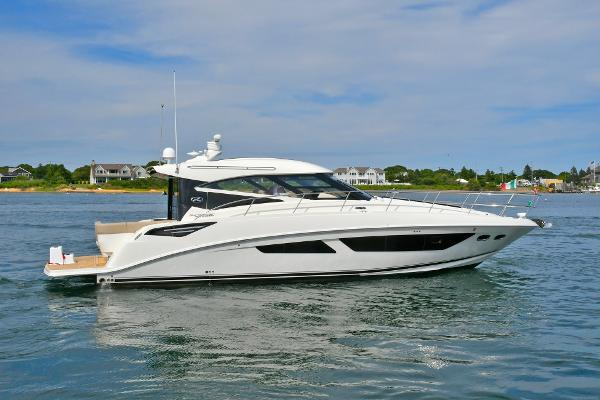 Sea Ray 47 Sundancer Starboard Side