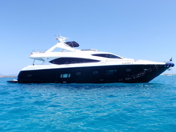Sunseeker 86 Yacht Starboard Shot