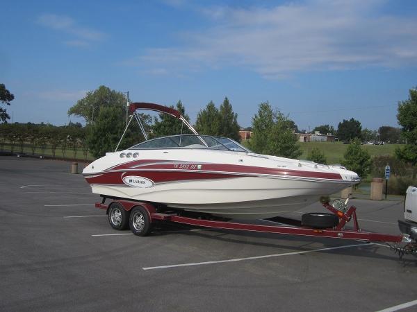Larson Escape 234 Deck Boat