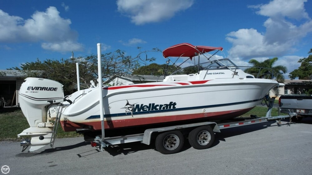 Wellcraft 240 Coastal Walkaround 1998 Wellcraft 240 Coastal Walkaround for sale in Pompano Beach, FL
