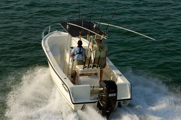 The 212 CC boasts the smooth, dry ride that has made MAKO boats legendary for more than 40 years.