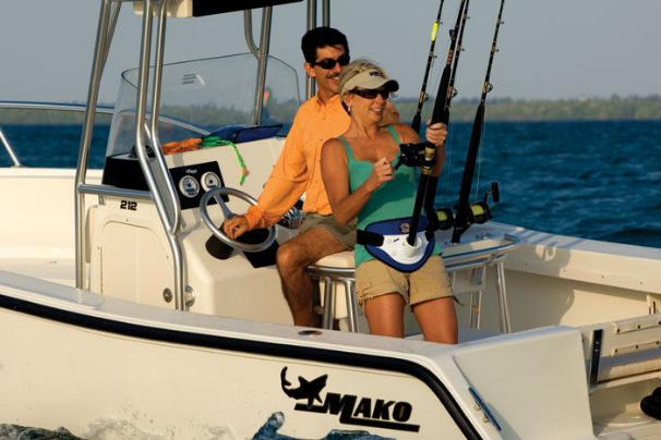 You'll enjoy the smooth, dry ride and long list of fishing features the MAKO 212 CC has to offer.