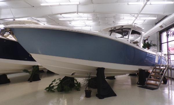 Edgewater 370 CC Sister Ship