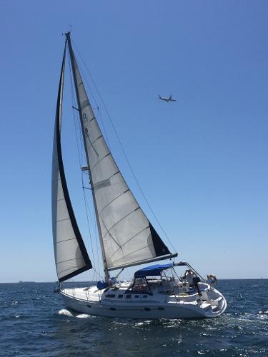 Hunter 466 Guest House under sail
