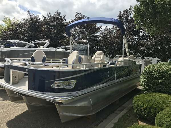 Tahoe 25 ft. GT Center Console Fish